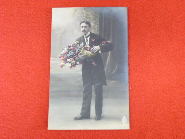 【戦前絵葉書】花束を持つ男性 古い絵葉書の買取承ります!の画像